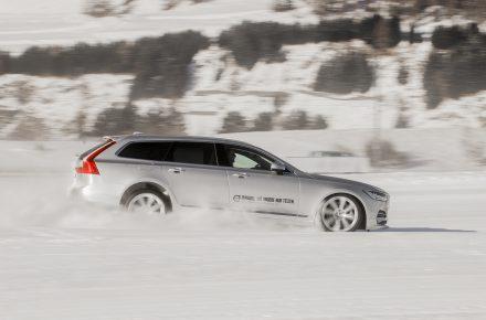 Worauf muss ich beim Autofahren bei Eis und Schnee achten