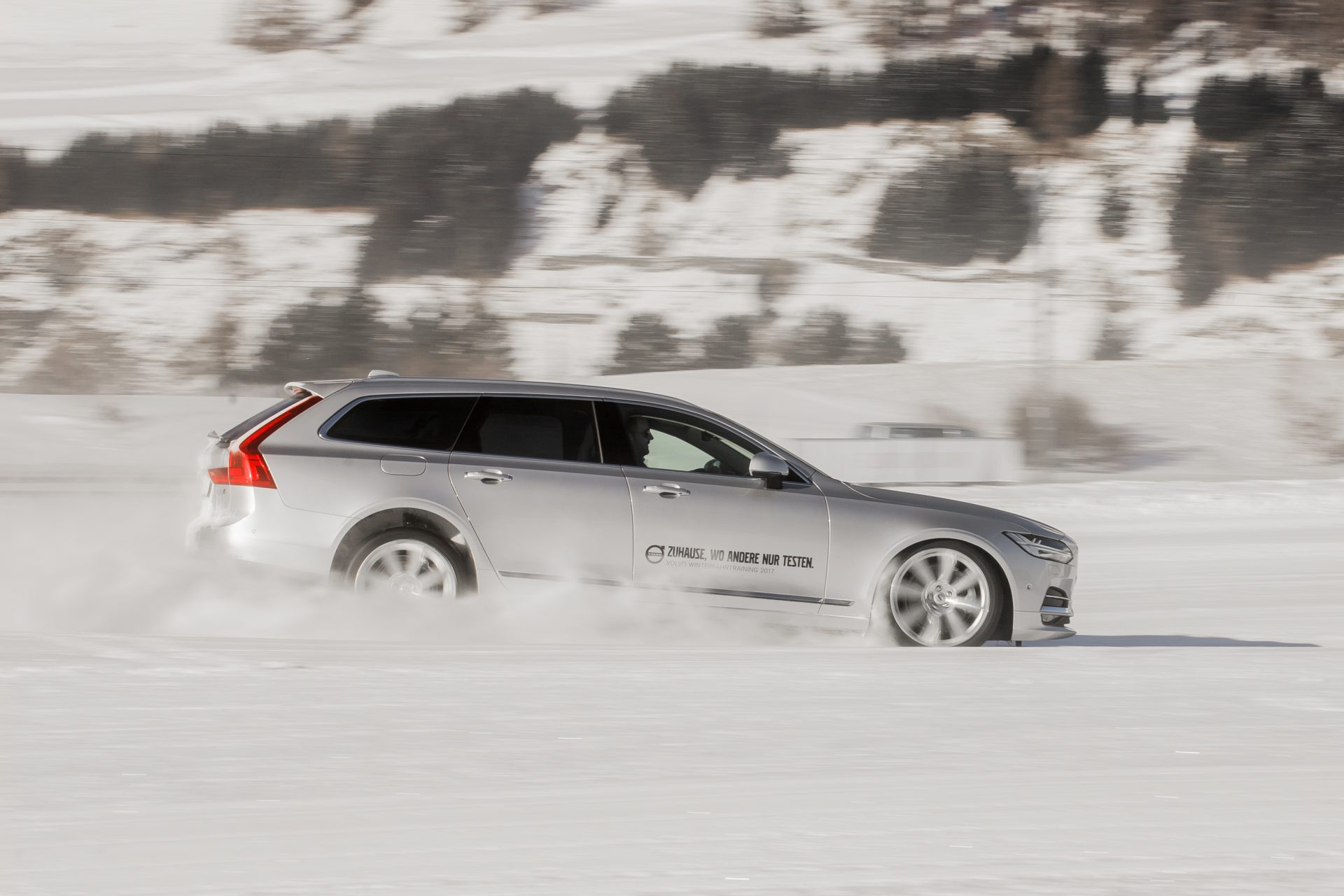Worauf muss ich beim Autofahren bei Schnee und Eis achten? 2