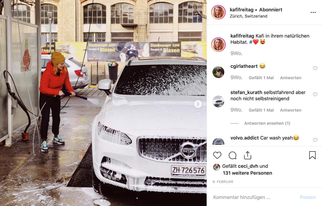 Kafi Freitag wäscht ihren Volvo V90 Cross Country