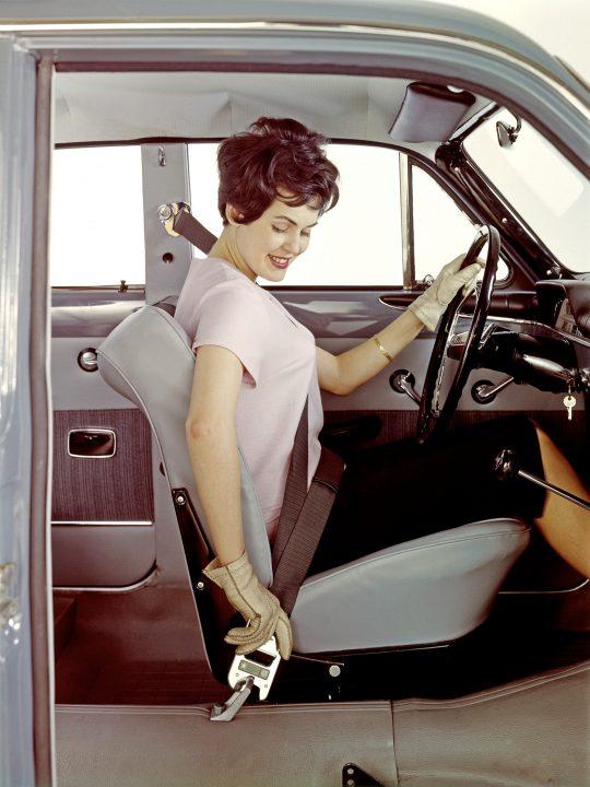 Volvo erfindet 1959 den Dreipunktsicherheitsgurt