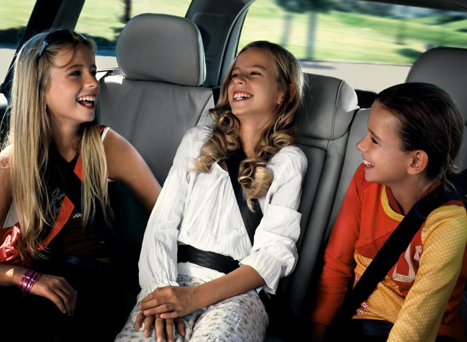 Volvo präsentierte 1967 den weltweit ersten rückwärts gerichteten Kindersitz und führte Sicherheitsgurte für die Rücksitze ein.