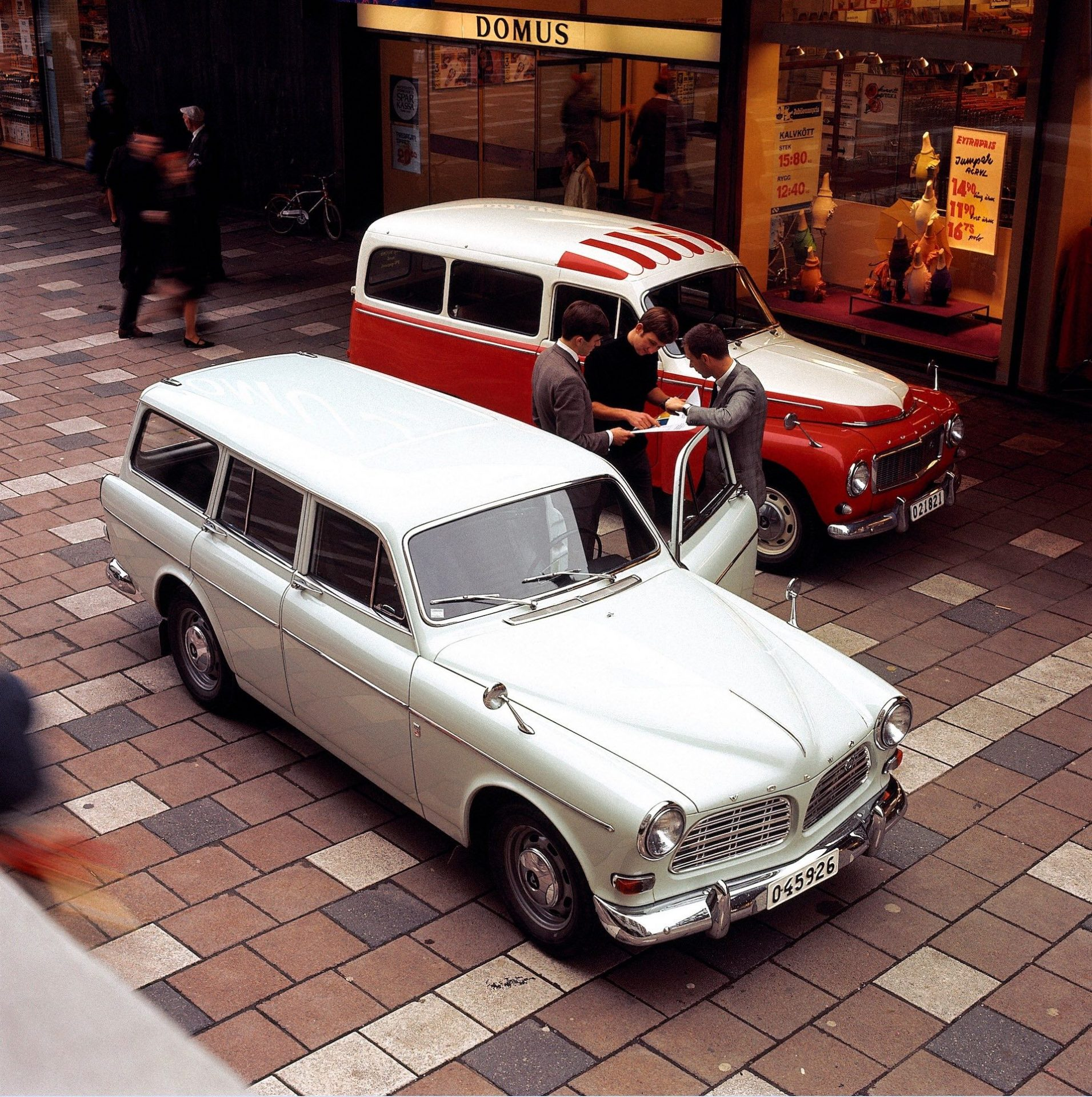 Volvo P220 and Volvo P210 Amazon