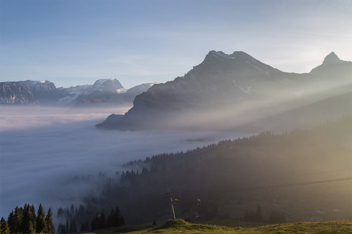 Fantastiska Stopp: Über dem Nebel im autofreien Braunwald