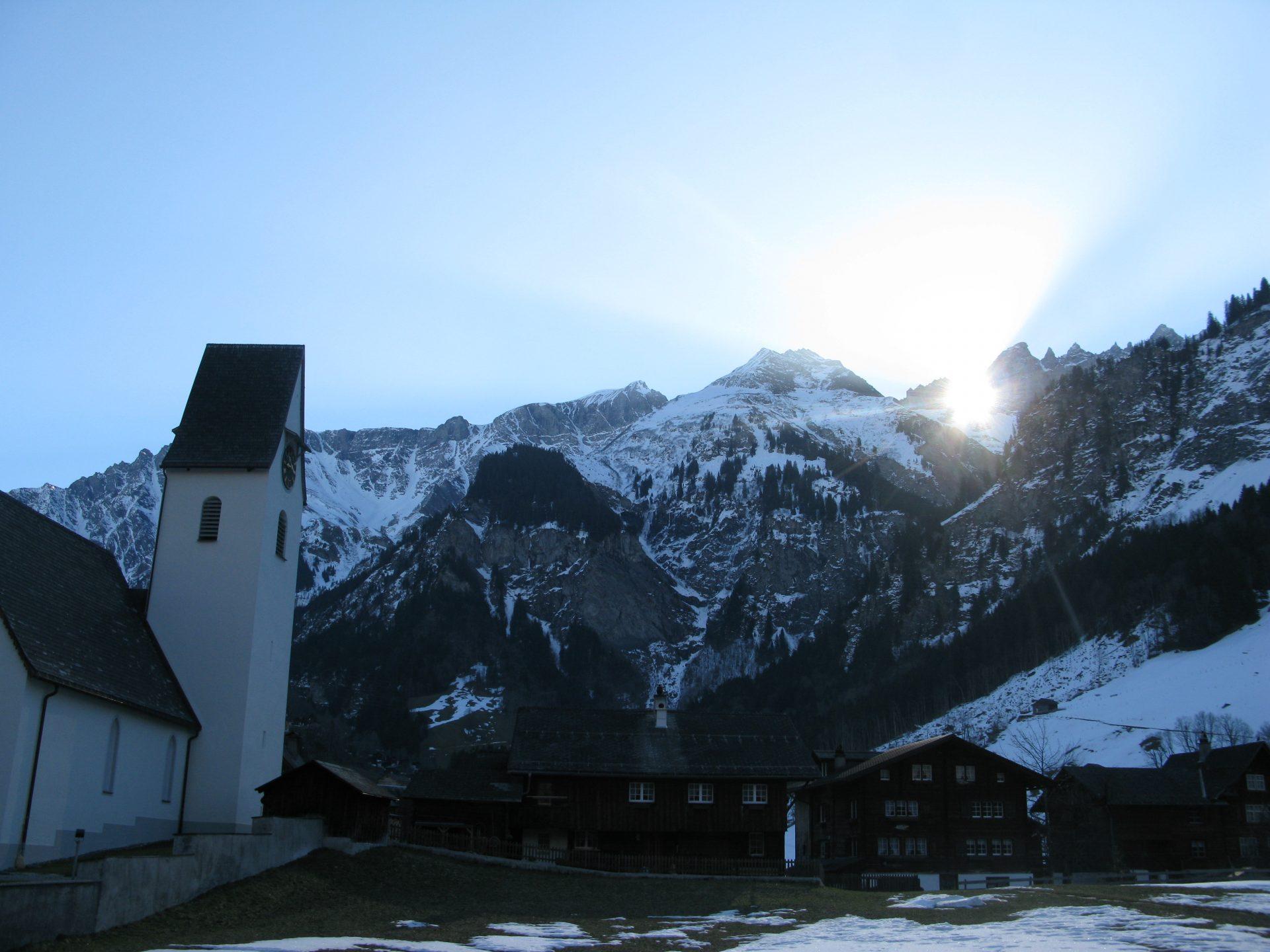 Elm_Martinsloch_Sonne_Kirche
