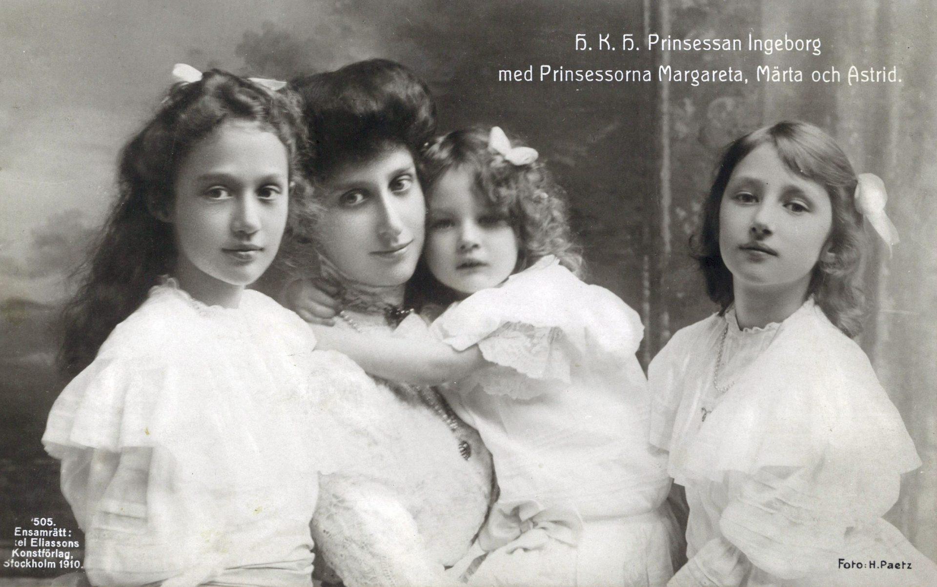 H._K._H._Prinsessan_Ingeborg_med_Prinsessorna_Margareta,_Märta_och_Astrid_(1910)