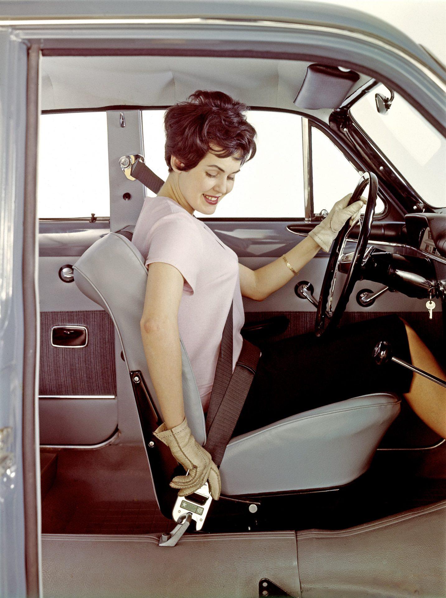 3 point front safety (seat) belt standard