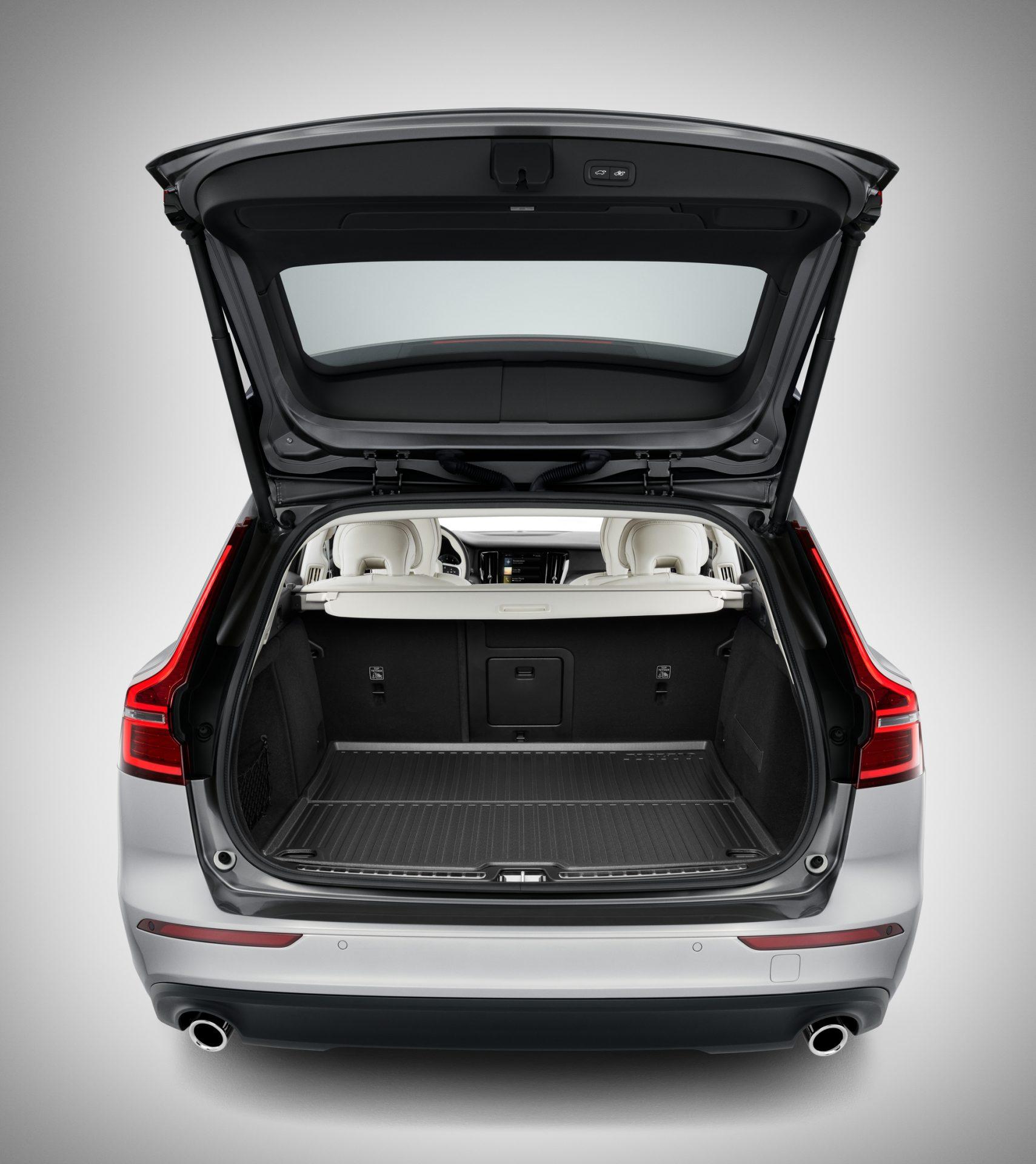 Volvo_Gepäckraummatte_Kunststoff-VCC11916