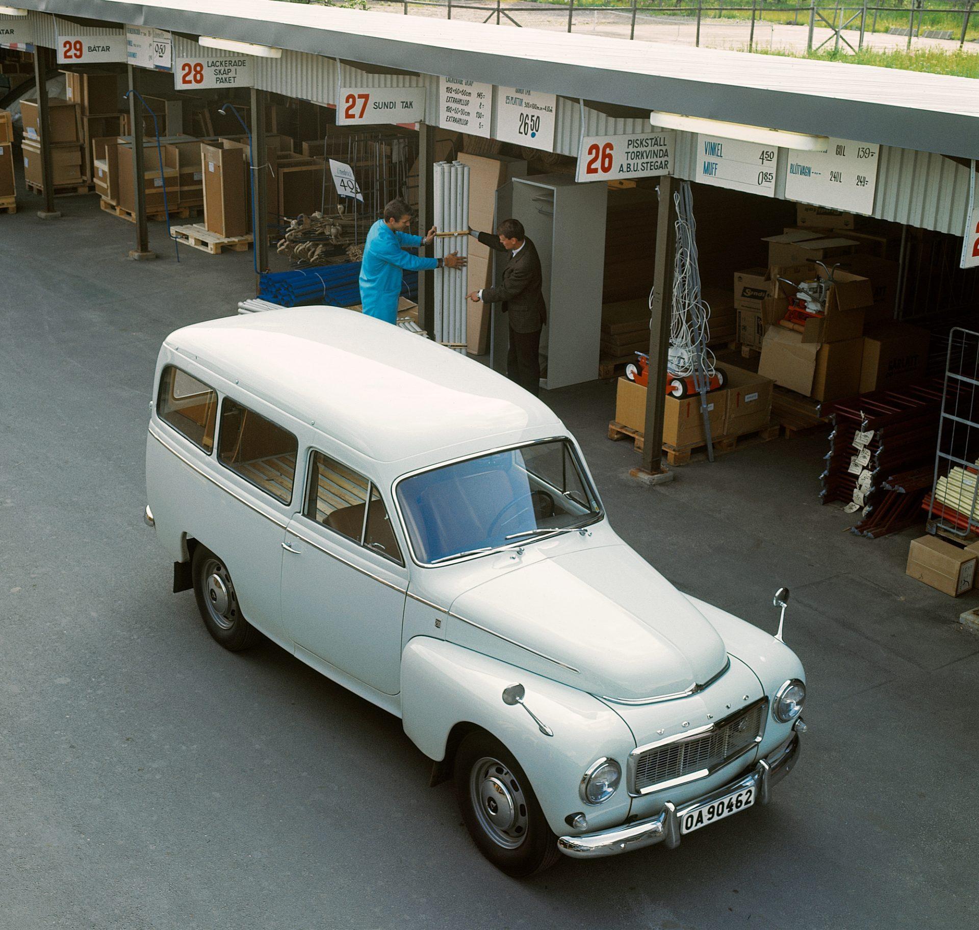 Volvo_P210_Duett_02