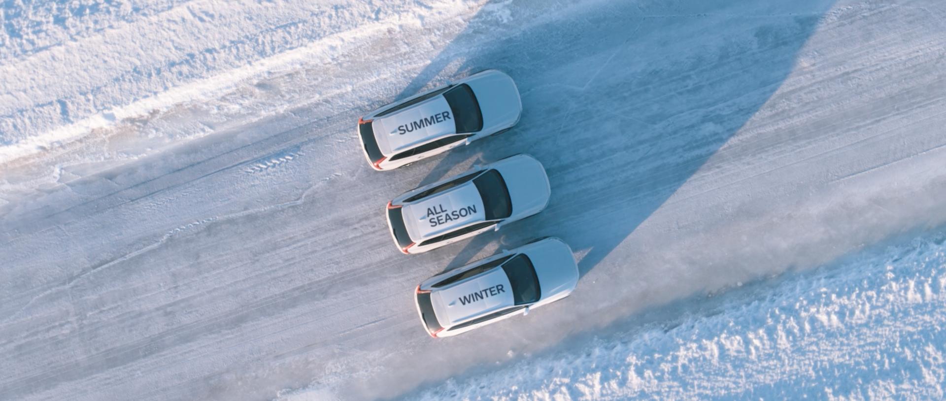 Volvo_Bremstest_im_Schnee_3Autos_nebeneinander