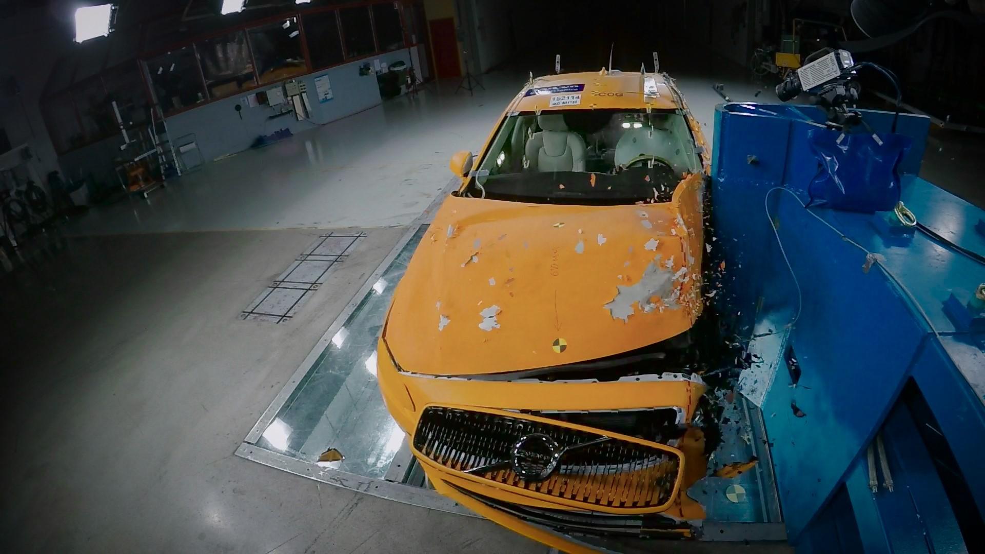 Volvo S90 Small Overlap Crash Test