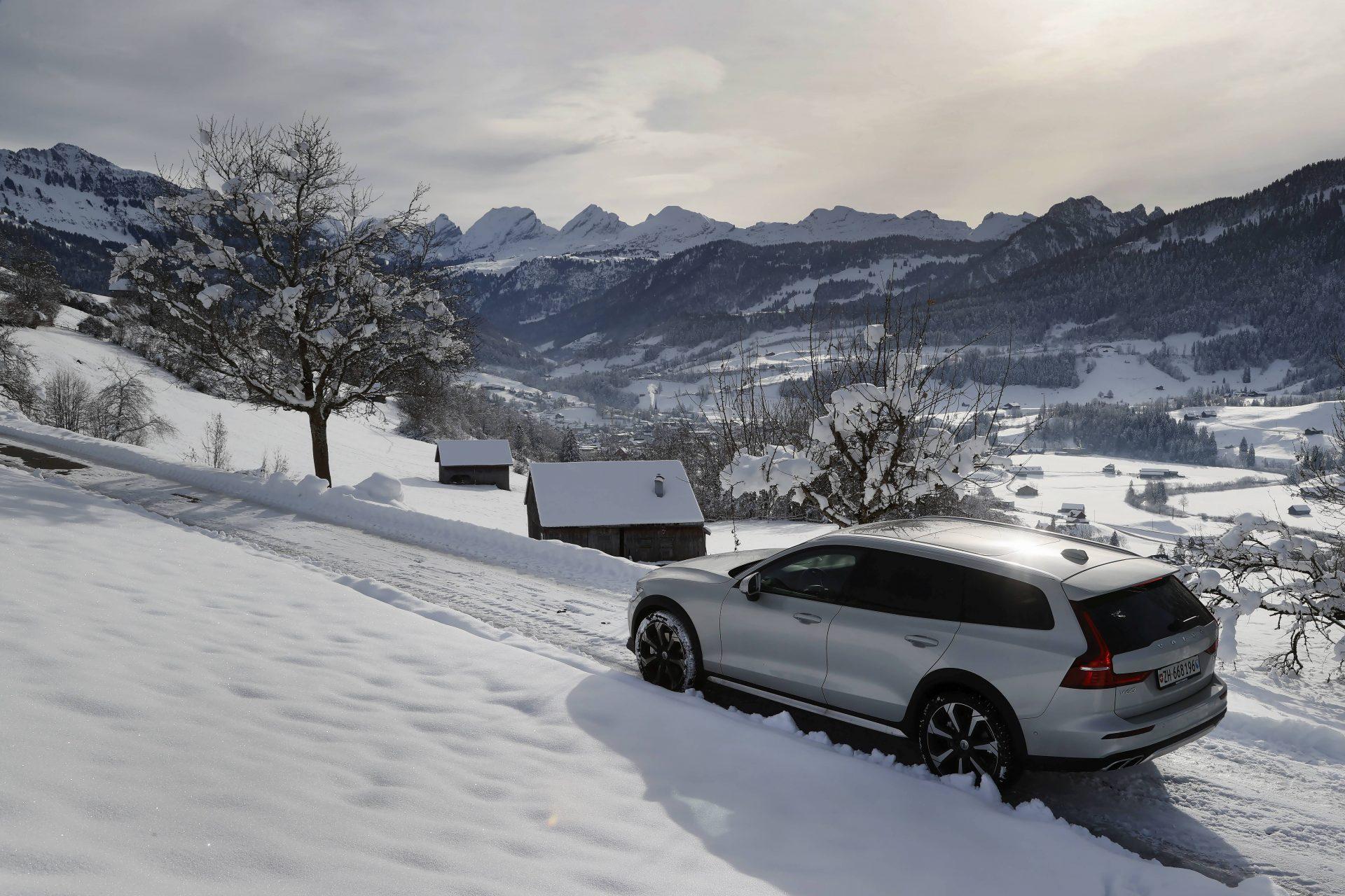 Volvo_V60_CC_Toggenburg_Landschaft