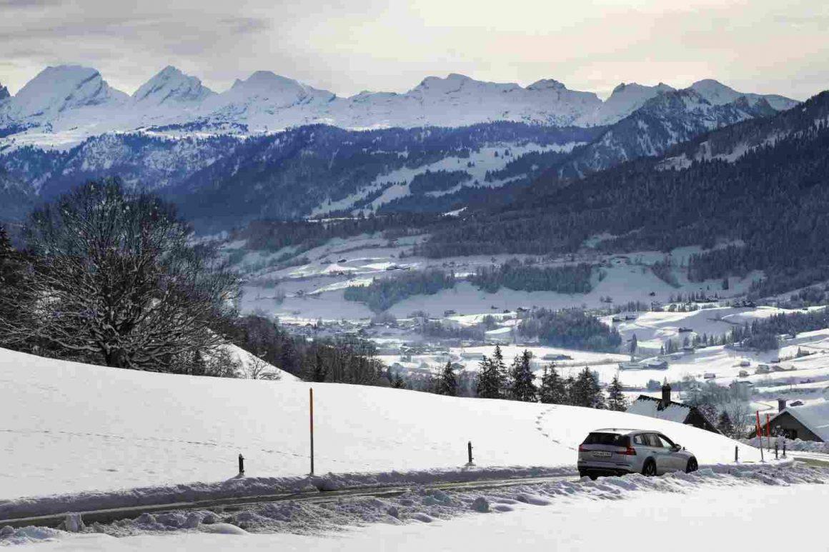 Volvo_V60_CC_Toggenburg_Landschaft2