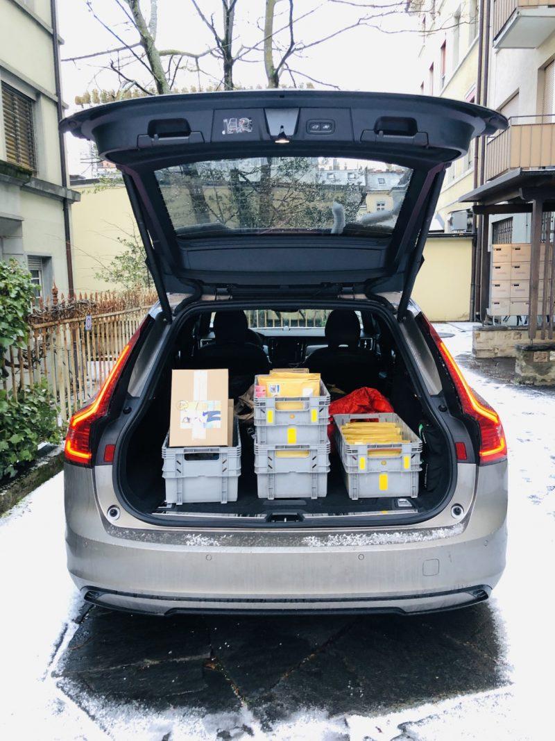 Volvo_V90_Recharge_Postauto_Kafi_Freitag