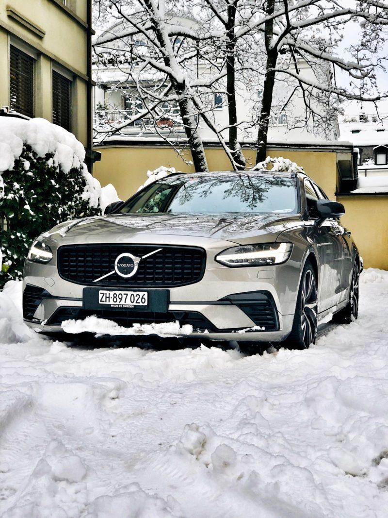 Volvo_V90_Recharge_imSchnee_Kafi_Freitag