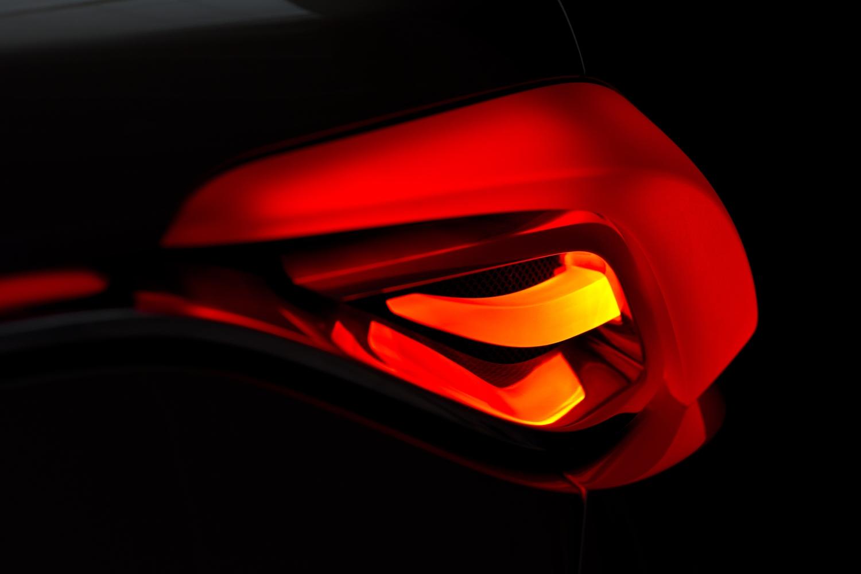 37745_Volvo_Concept_Universe_tail_light