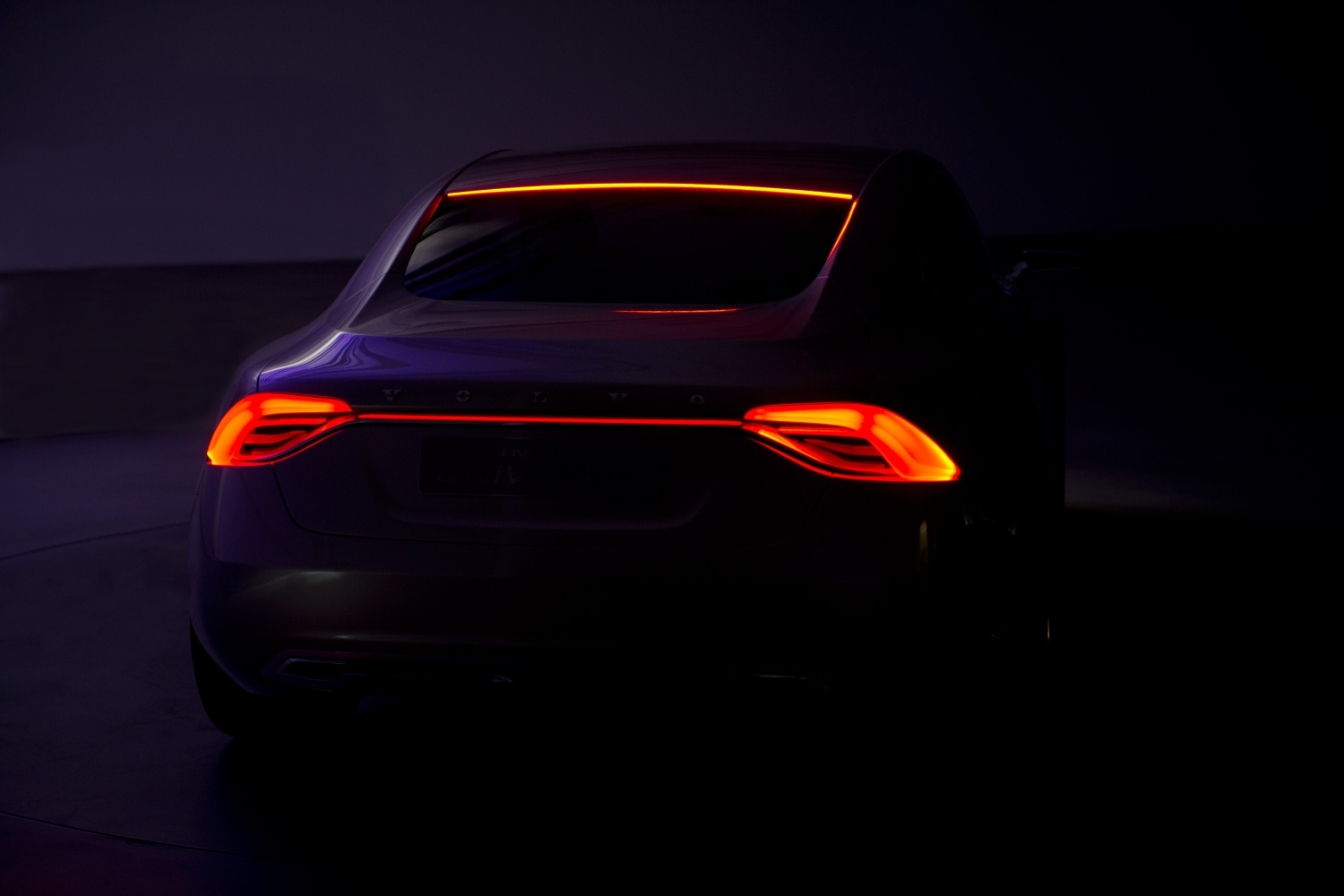 37765_Volvo_Concept_Universe_rear_lights_in_the_dark_2_of_2_images_showing_the