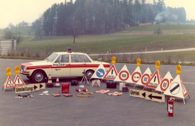 Volvo 144 E mit Ausruestung