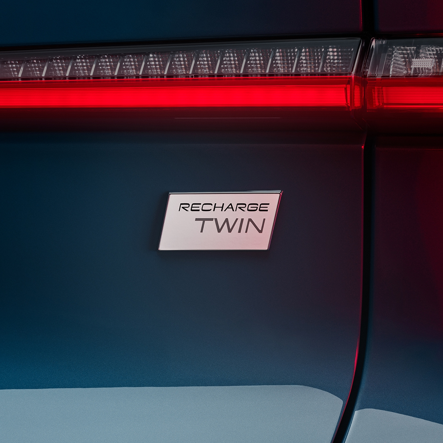 C40_Logo_Recharge_Twin_1x1_SKW023