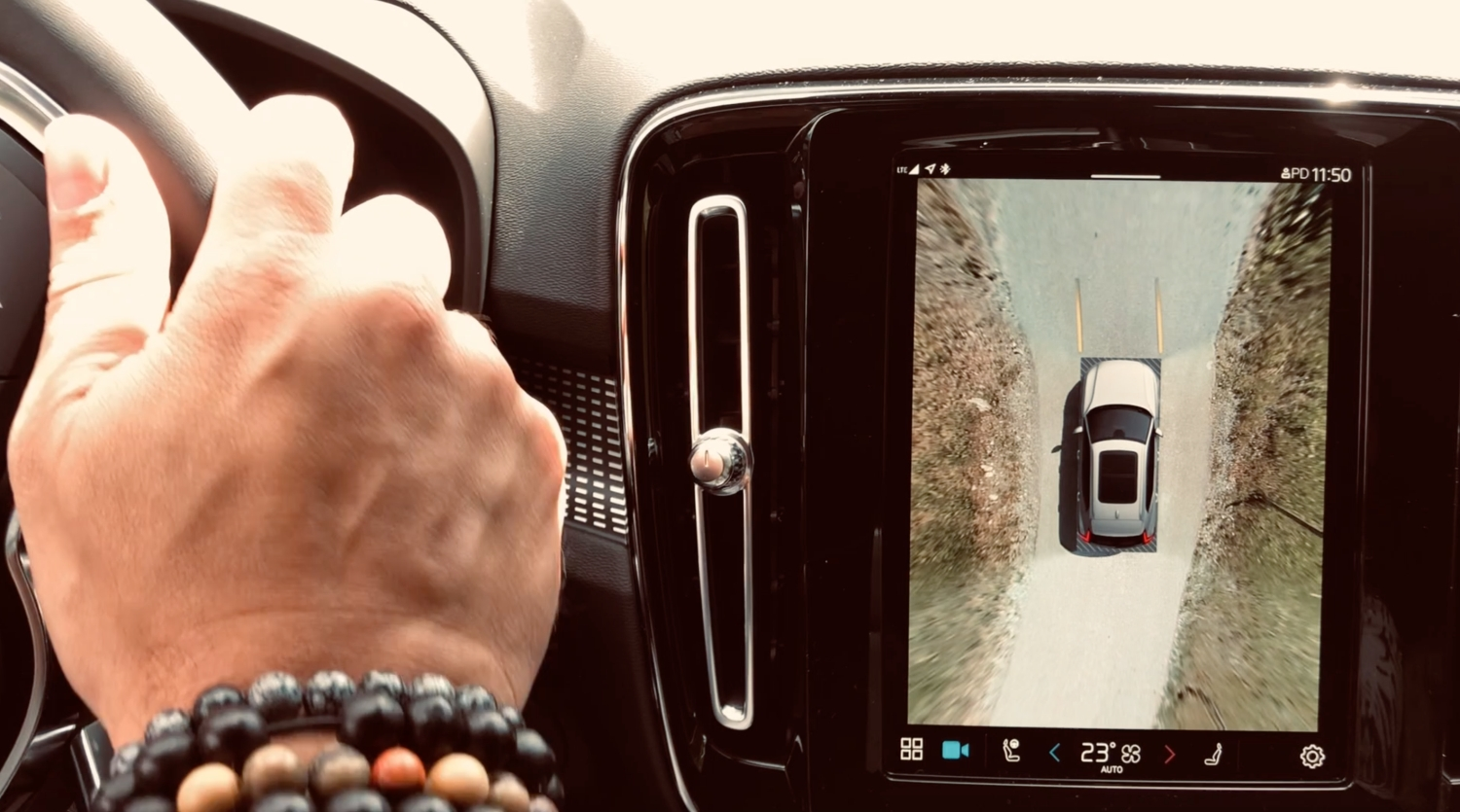 Marc Sway Test Volvo XC40 Recharge Hand am Steuer