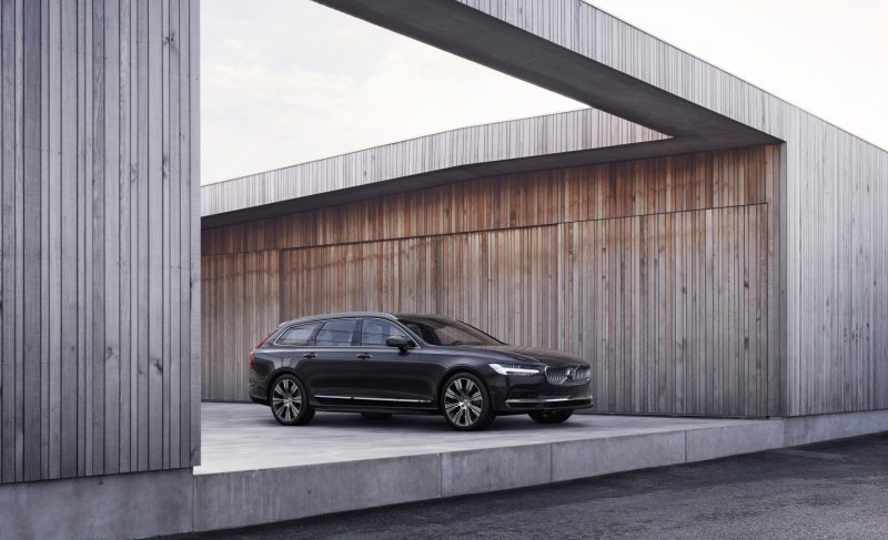 The refreshed Volvo V90 Recharge T8 plug-in hybrid in Platinum Grey